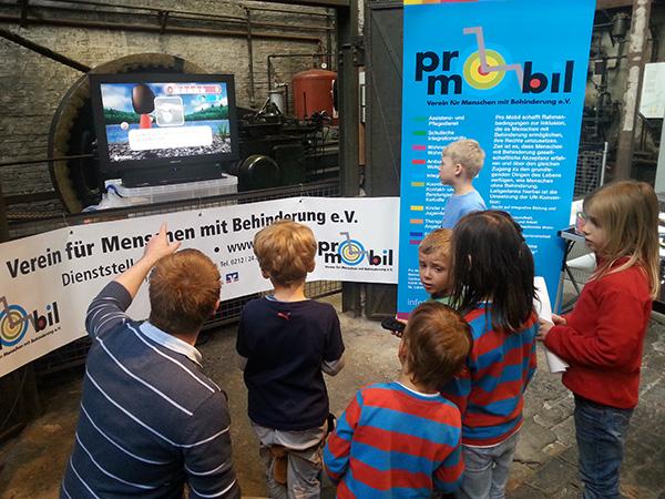 Der Verein Pro Mobil beteiligt sich mit einem Stand beim 22. Familientag in Solingen, 2013