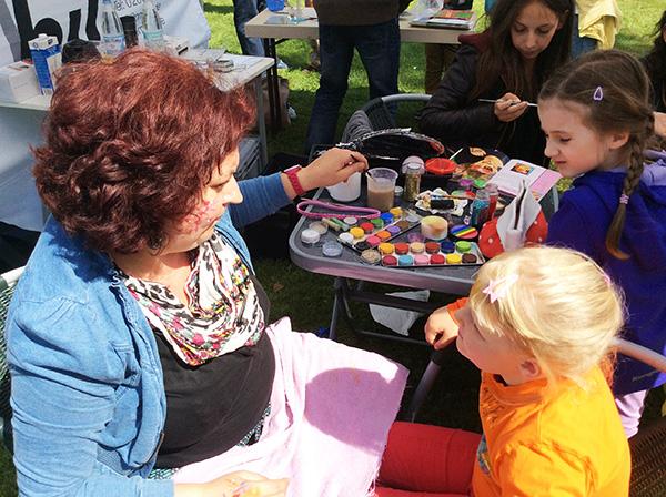 Pro Mobil beim Hermi Parkfest 2014, Kinderschminken