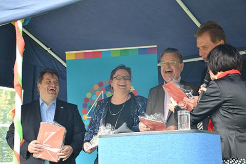 45jähriges Bestehen von Promobil Margit Benemann mit Norbert Feith, Oberbürgermeister Solingen