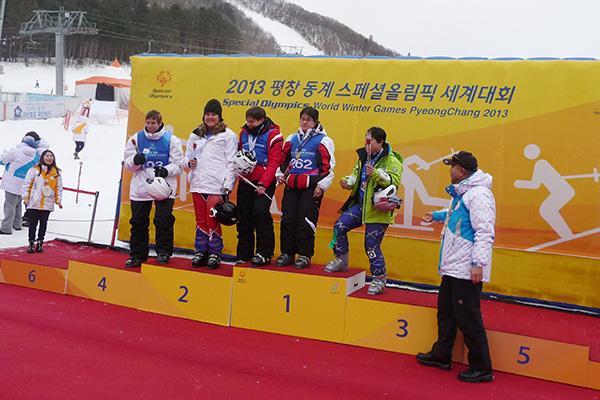Katharina Bachmann bei der Siegerehrung bei den Special Olympic Games 2013