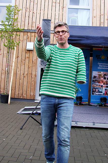 Pro Mobil eröffnet neues Wohnhaus in Solingen, Comedian Martin Fromme