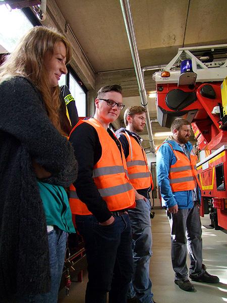 Vorschulkinder der Kita Kleine Robbeninsel besuchen die Freiwillige Feuerwehr in Heiligenhaus