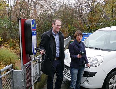 In Velbert nimmt man eine neue Tankstelle für Elektrofahrzeuge in Betrieb