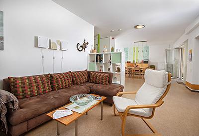 Wohnzimmer einer Wohngemeinschaft von Pro Mobil
